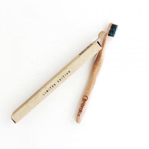 Бамбукова четка за зъби с въглен/цветни влакна