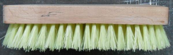 Четка с дървена дръжка за килим