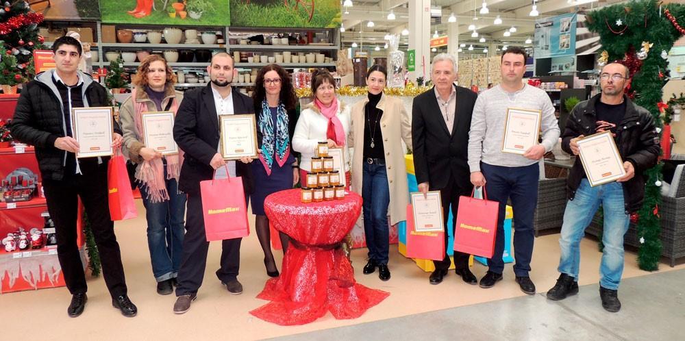 HomeMax раздава близо 600 кг мед на домове за стари хора