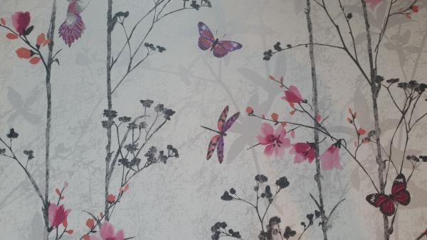 Тапет Лилави цветя и пеперуди